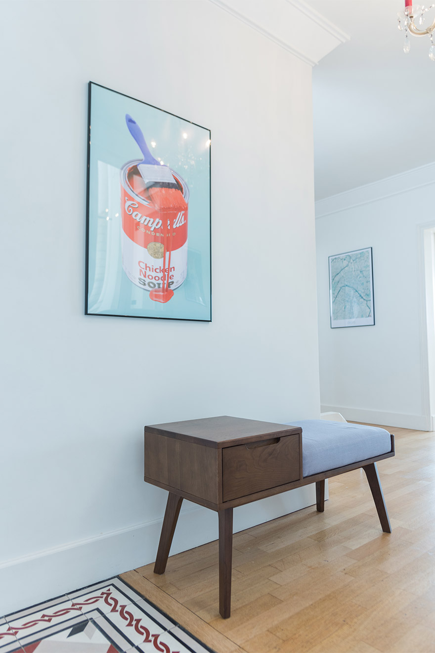 A modern bench in the entry of the Mondeuse vacation rental offered by Paris Perfect