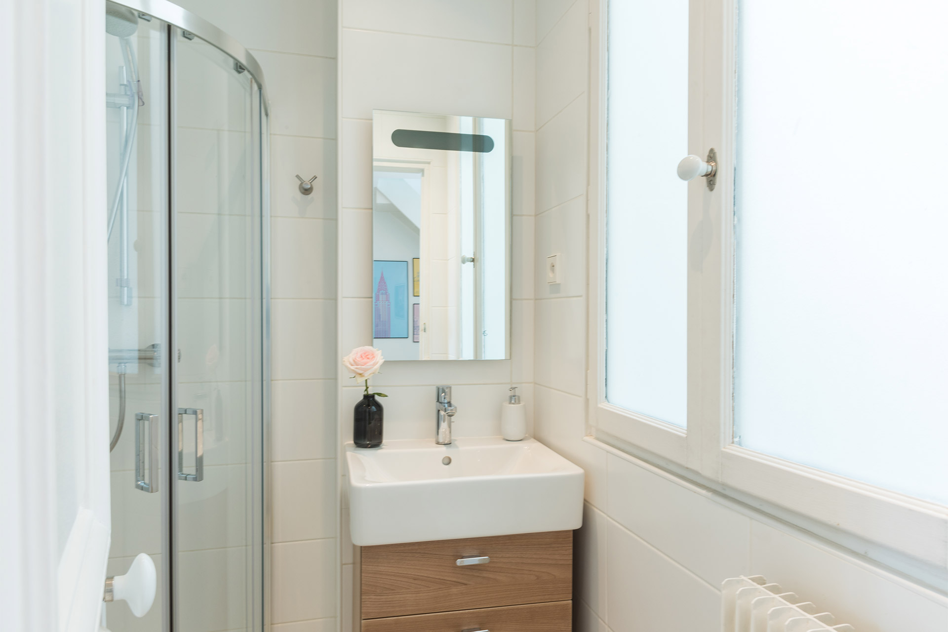 Downstairs bathroom of the Mondeuse vacation rental offered by Paris Perfect