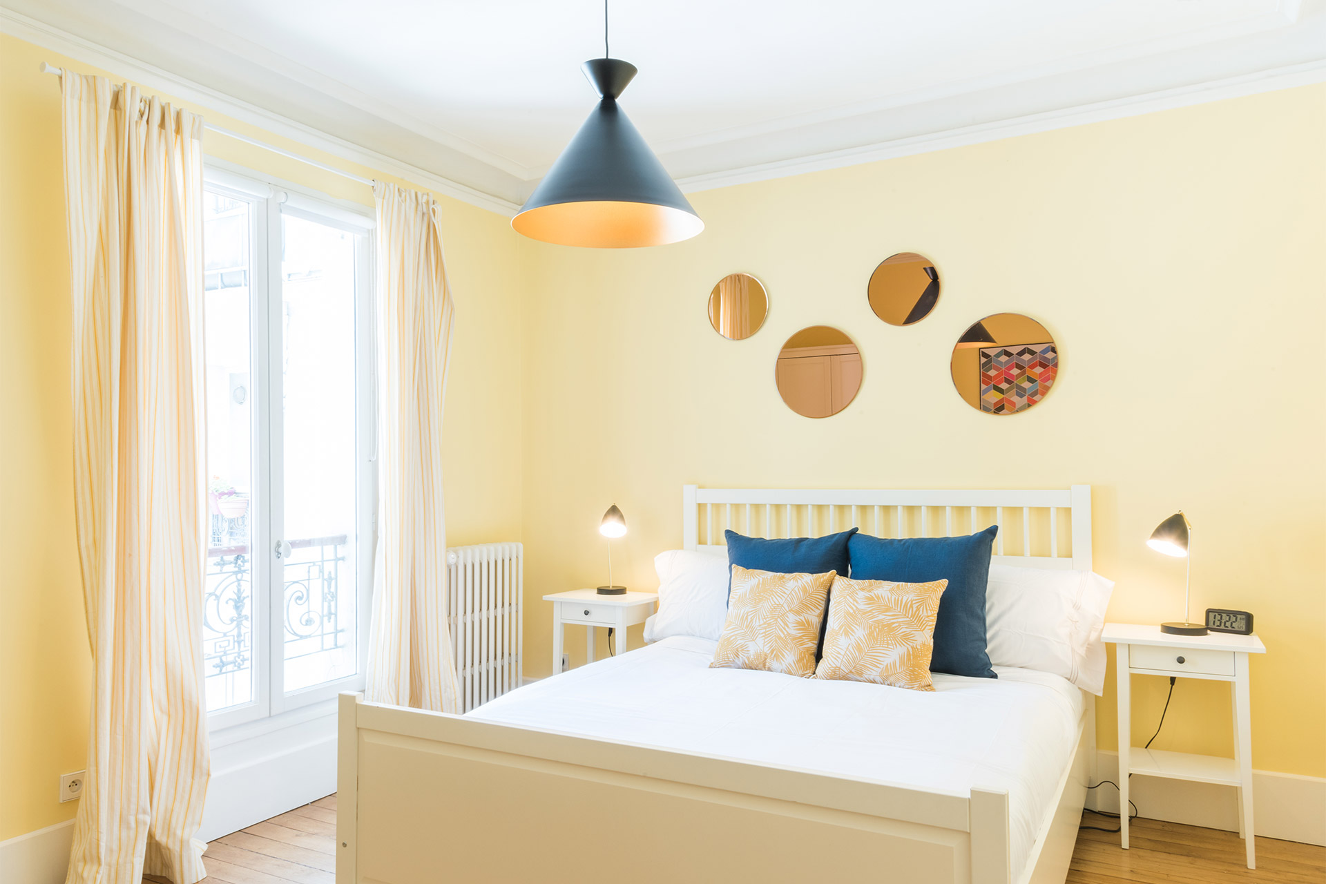 Bedroom 2 with a comfortable queen size bed in the Mondeuse vacation rental offered by Paris Perfect