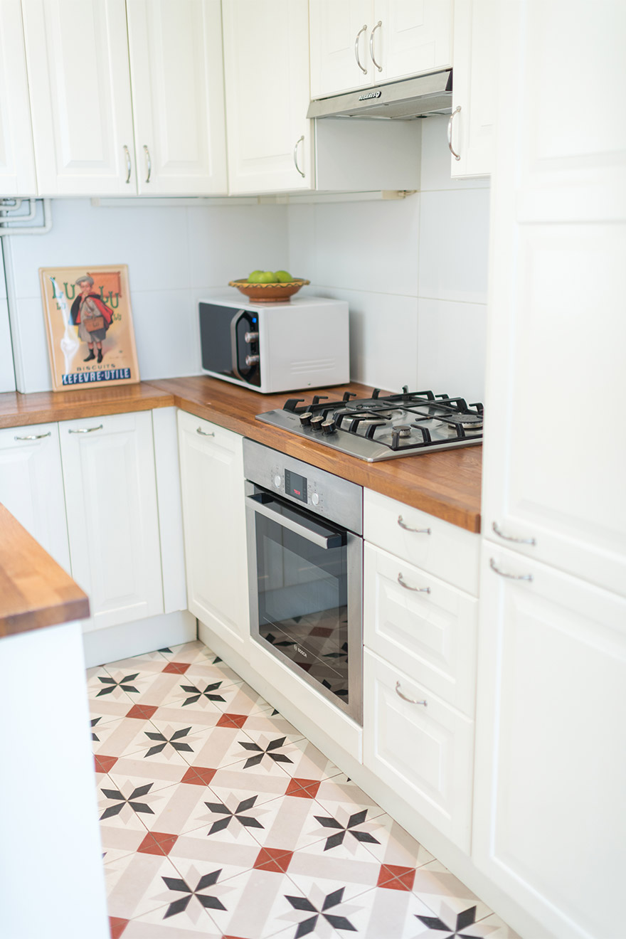 Charming kitchen of the Mondeuse vacation rental offered by Paris Perfect