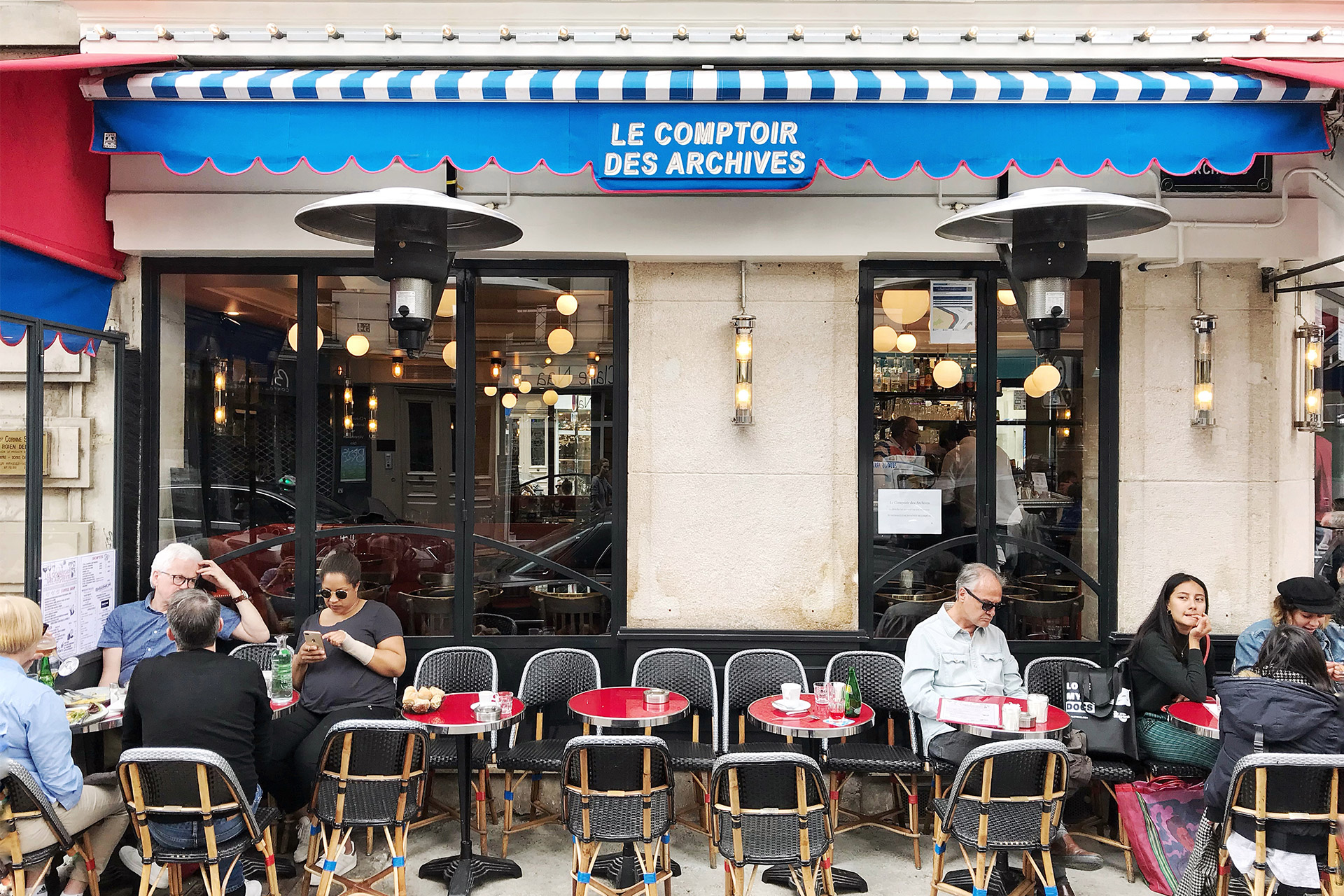 Restaurants and cafés near the Bel-Air vacation rental offered by Paris Perfect