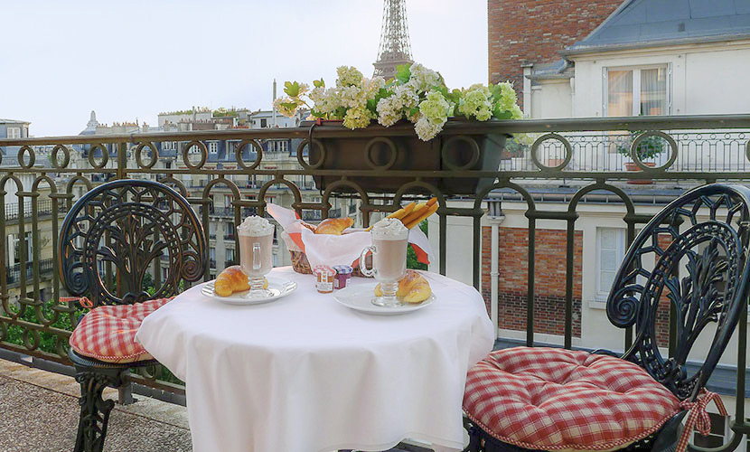 3 Bedroom Paris Apartment with Eiffel View