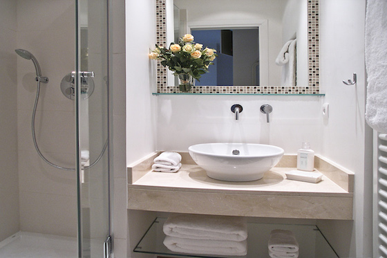 En suite bathroom of the Calvados vacation rental offered by Paris Perfect