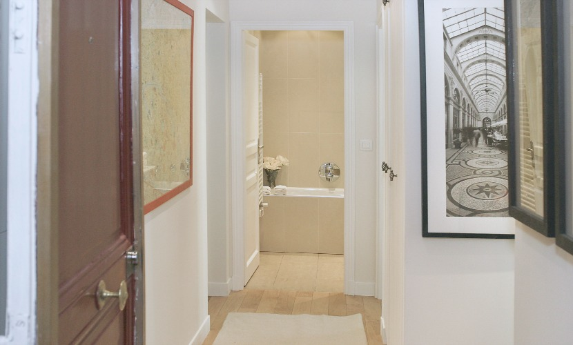 The spacious entry way of the Calvados vacation rental offered by Paris Perfect