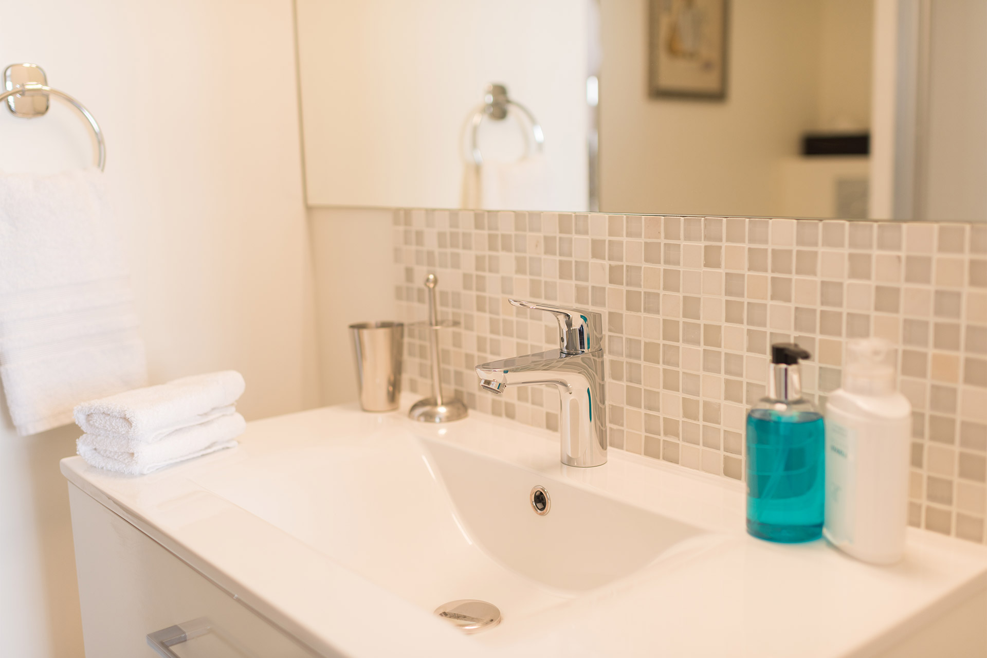 Large rectangular sink in the Pomerol vacation rental offered by Paris Perfect