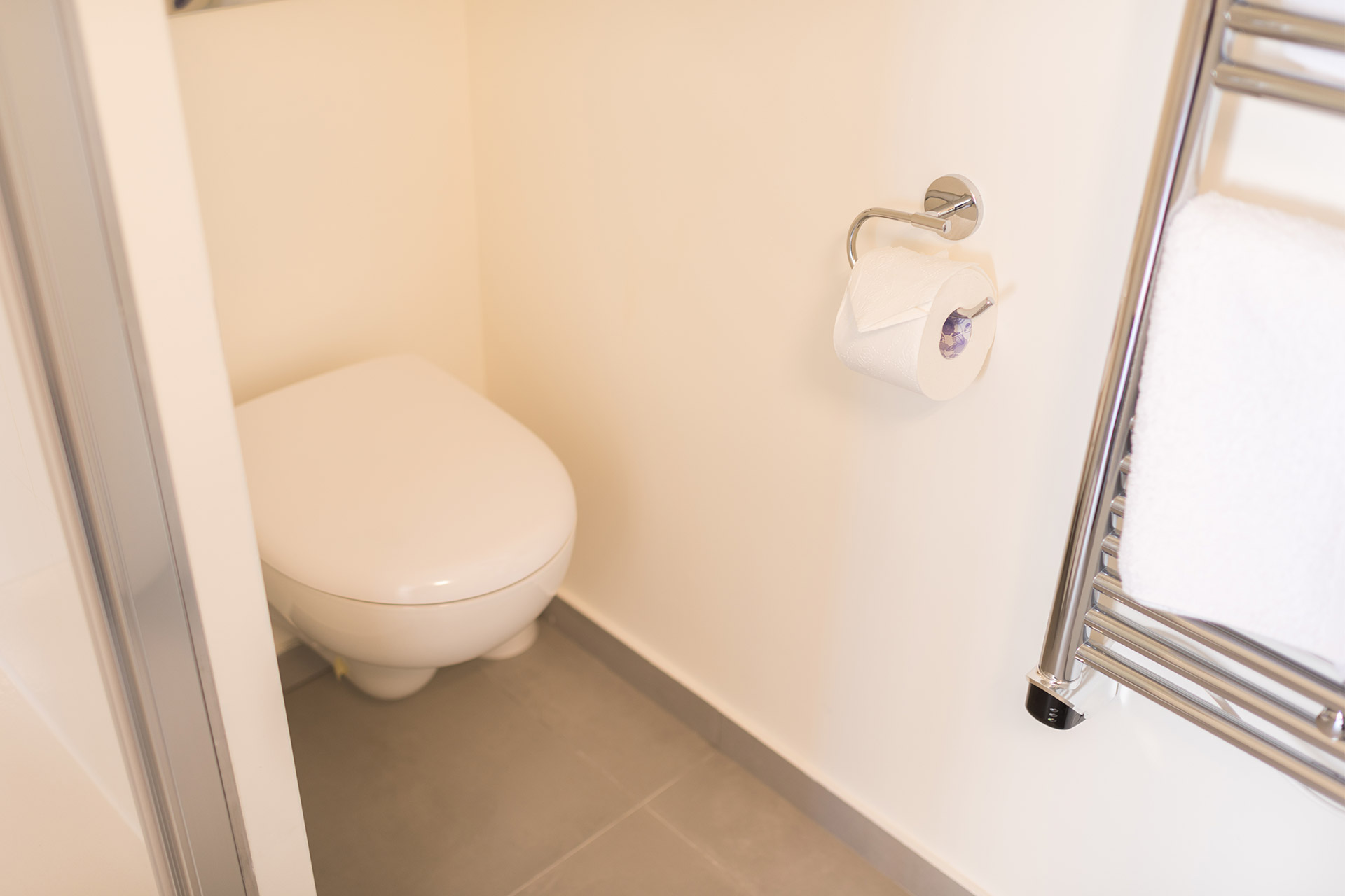 Toilet in the bathroom of the Pomerol vacation rental offered by Paris Perfect