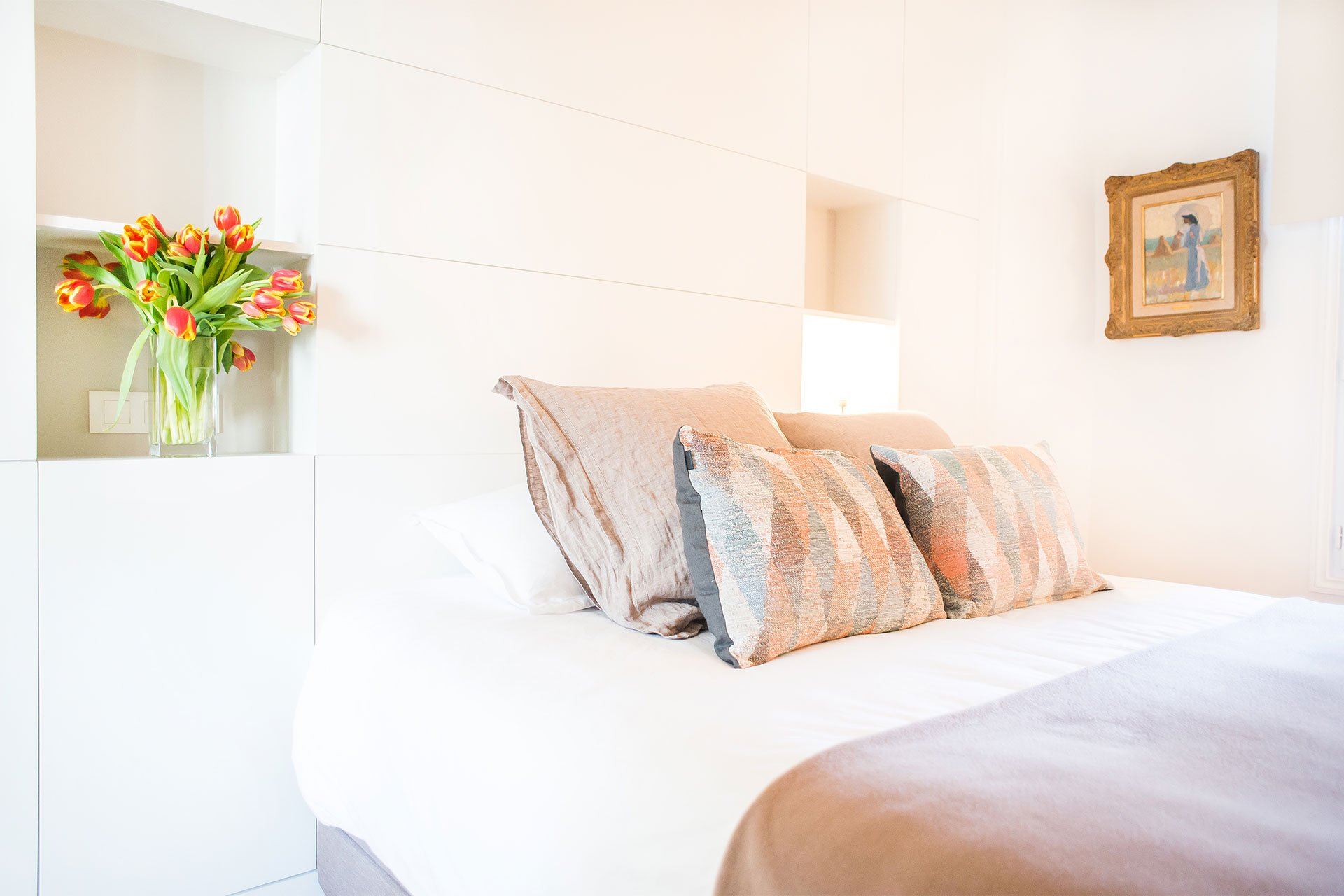 Modern bedroom with clever built-in shelves next to the bed at the Saint-Bris rental