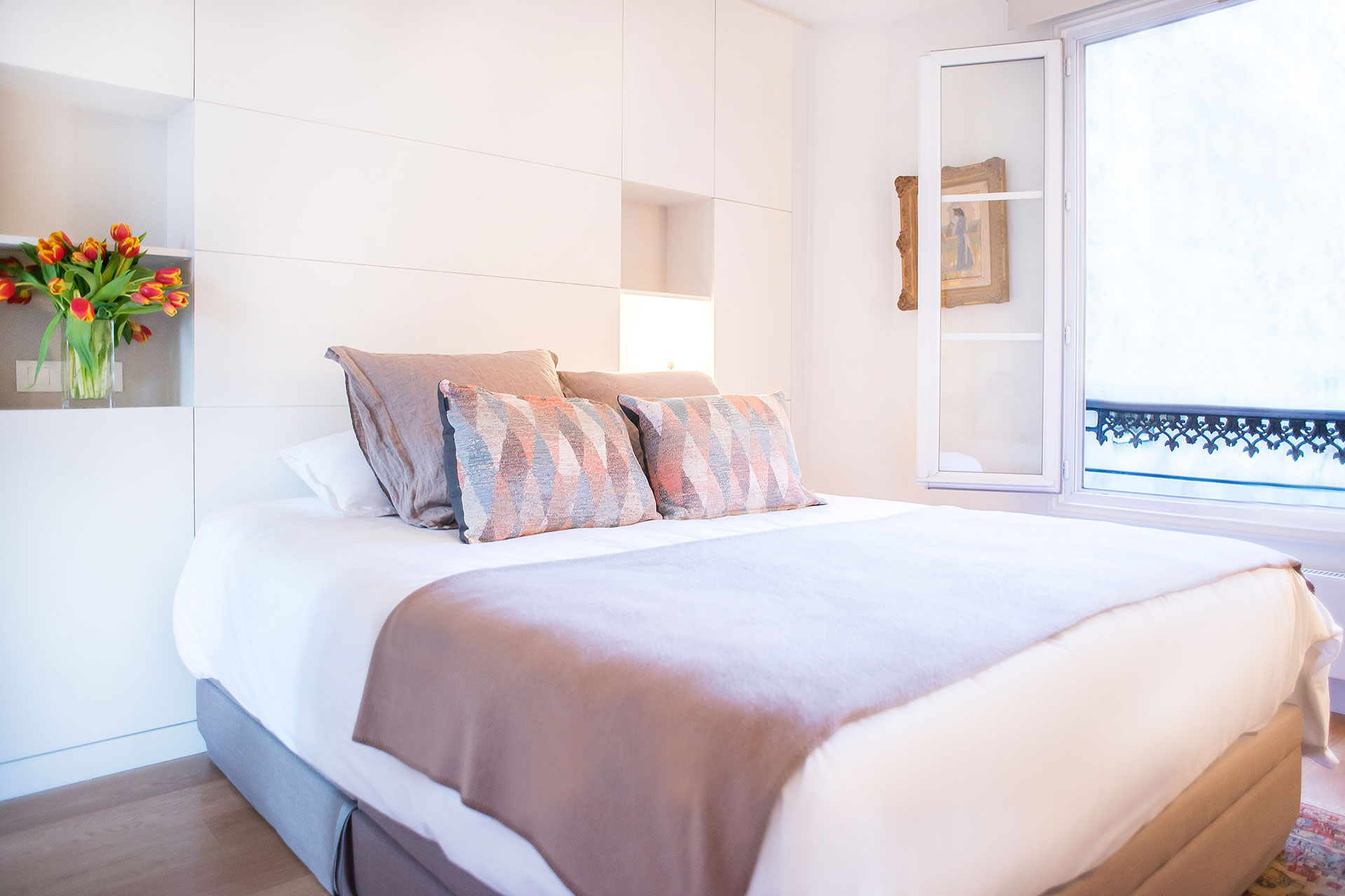 Elegant private bedroom with en suite bathroom in the Saint-Bris Paris Perfect rental