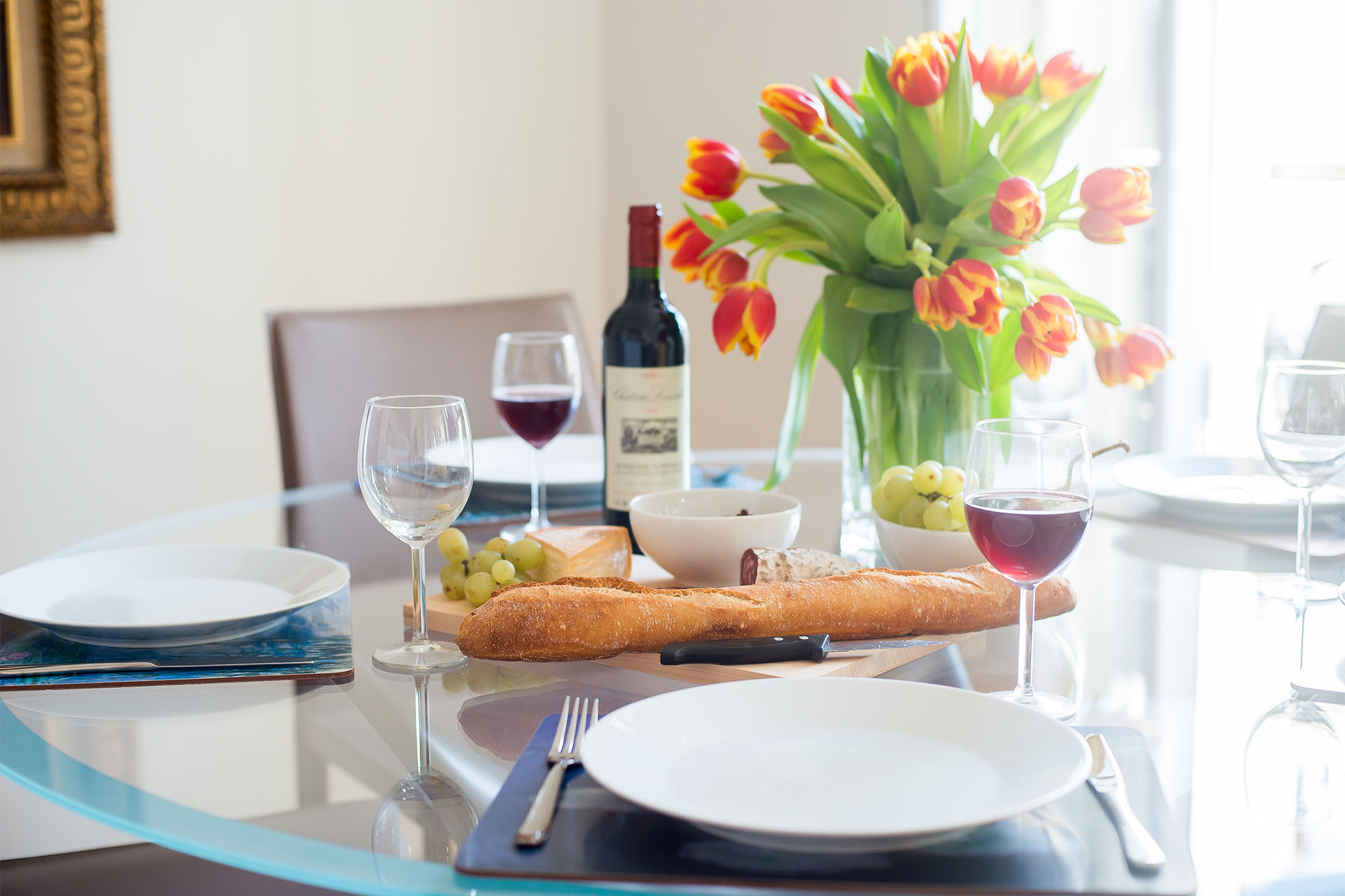 Enjoy a classic French meal made with local produce at the Saint-Bris rental