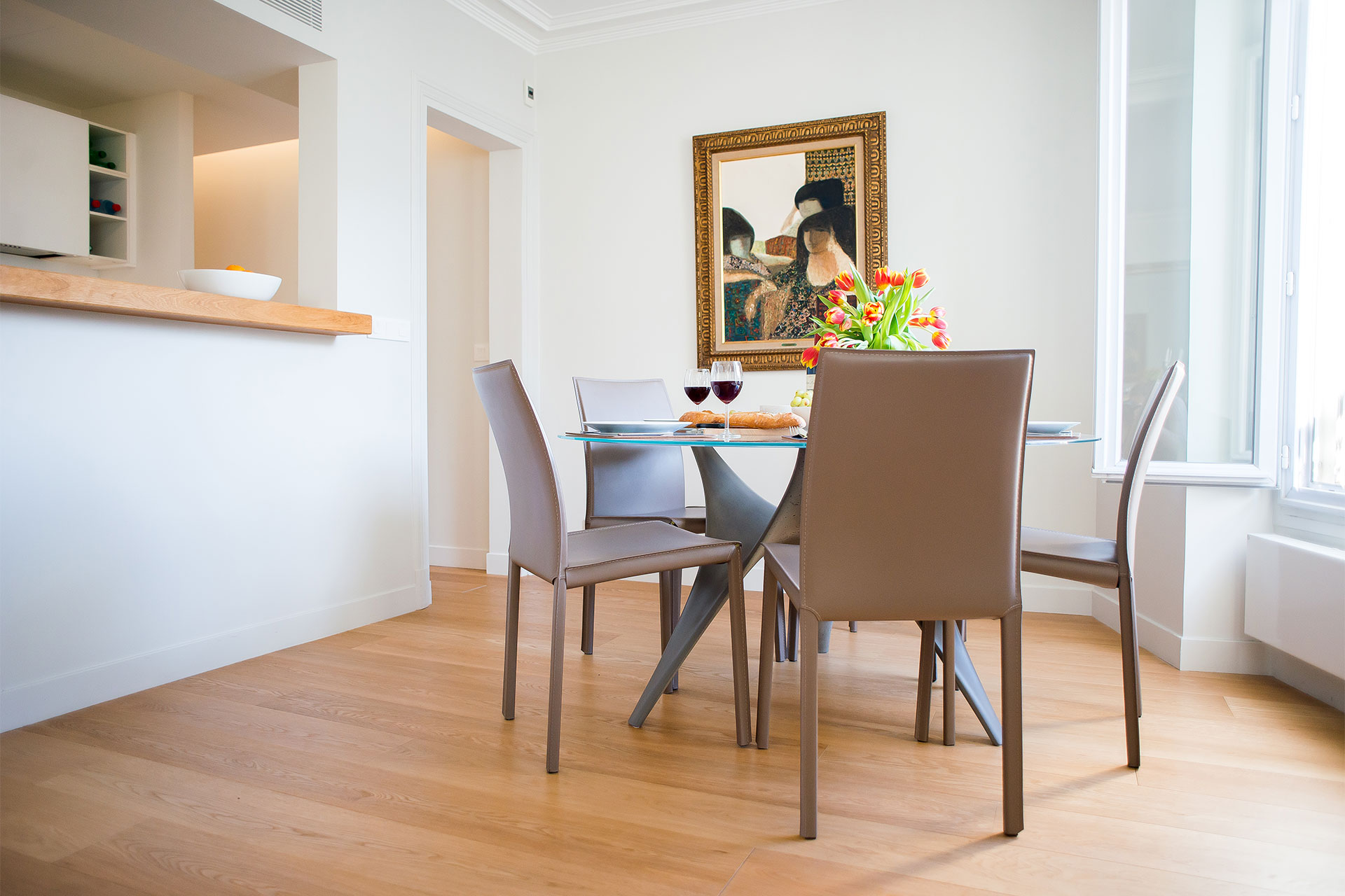 Large dining table perfect for guests at the Saint-Bris Paris Perfect rental