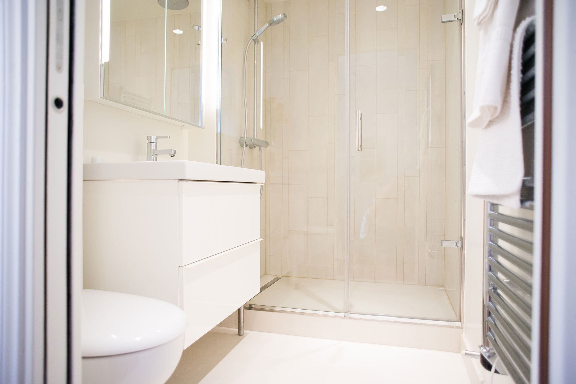 En suite bathroom with a shower, sink and toilet at Saint-Bris vacation rental