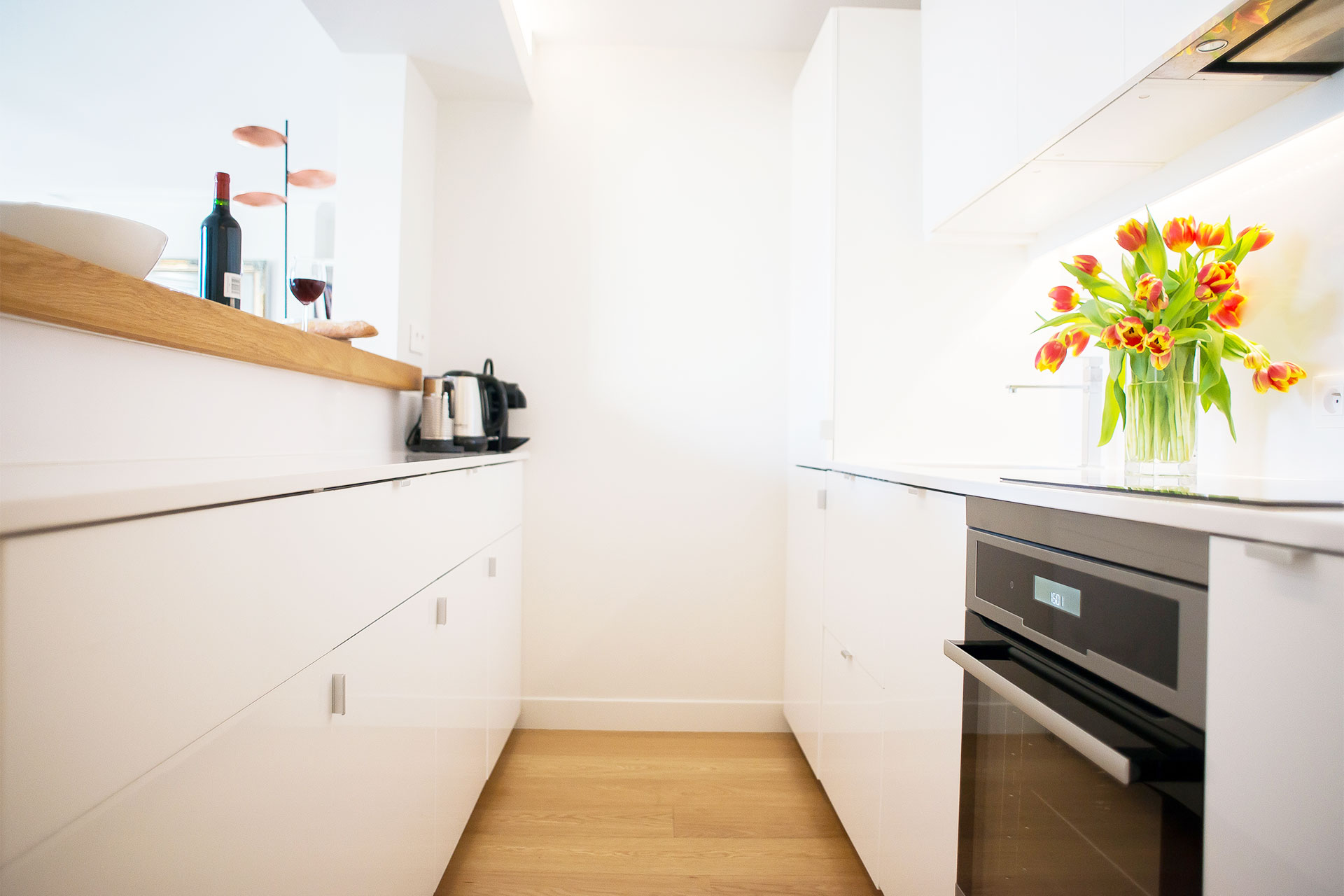 Fully renovated modern kitchen in the Saint-Bris rental