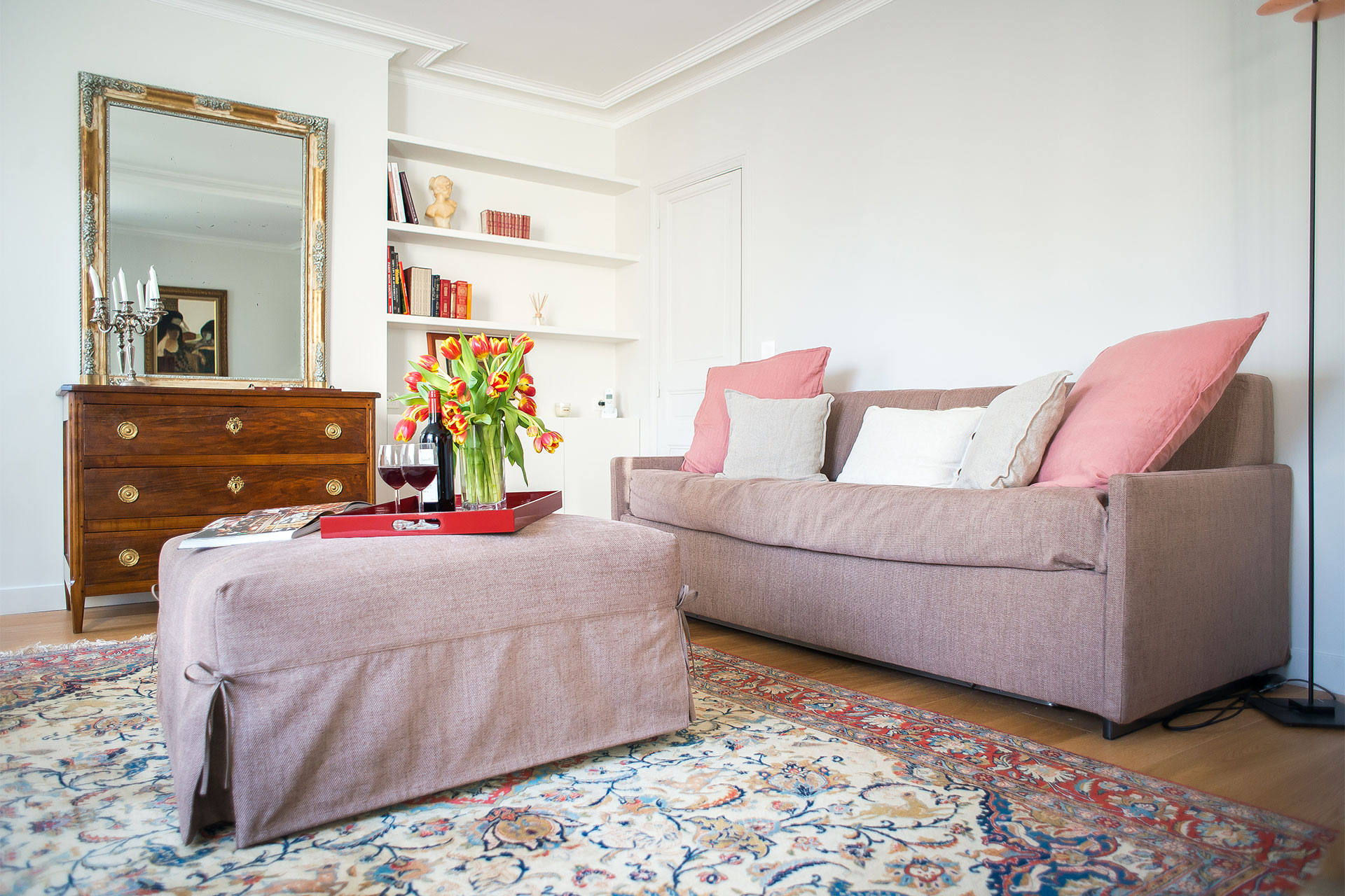Sofa easily converts to two comfortable single beds at night in the Saint-Bris Paris Perfect rental