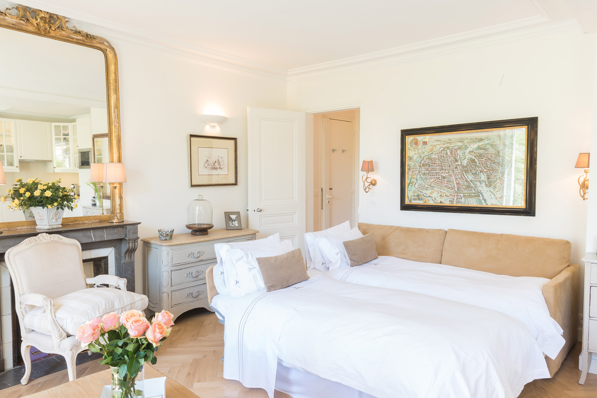 Comfortable single beds in the Saint Emilion vacation rental offered by Paris Perfect