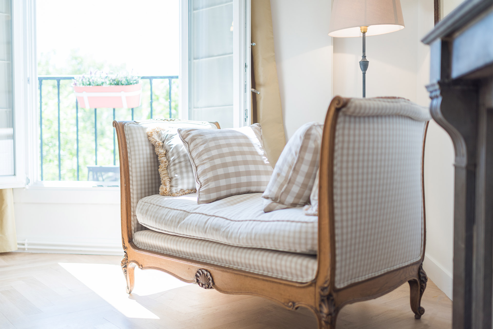 Charming antique love seat in the living room of the Saint Emilion vacation rental offered by Paris Perfect