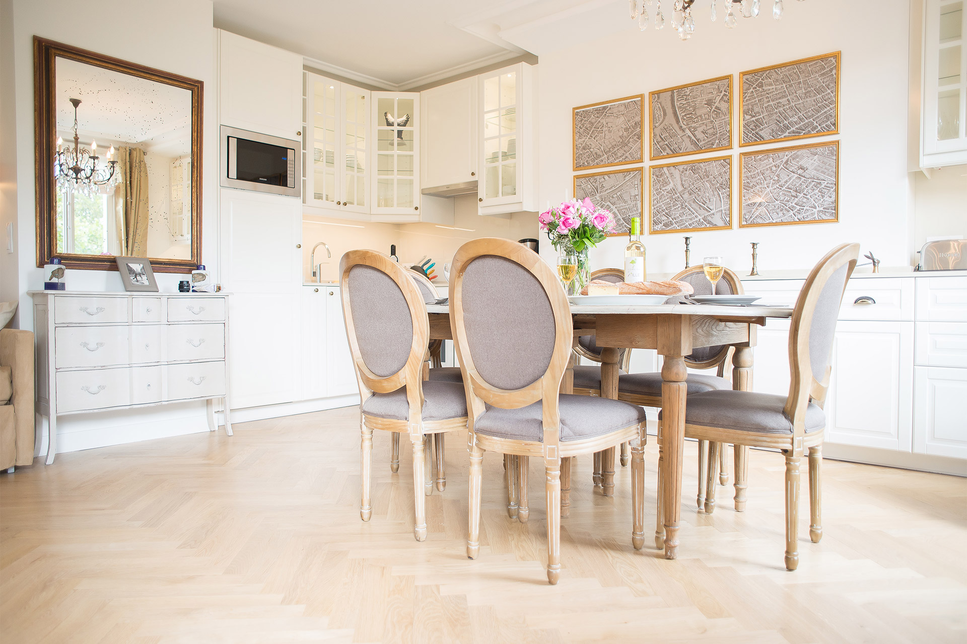 Airy open kitchen and dining area of the Saint Emilion vacation rental offered by Paris Perfect
