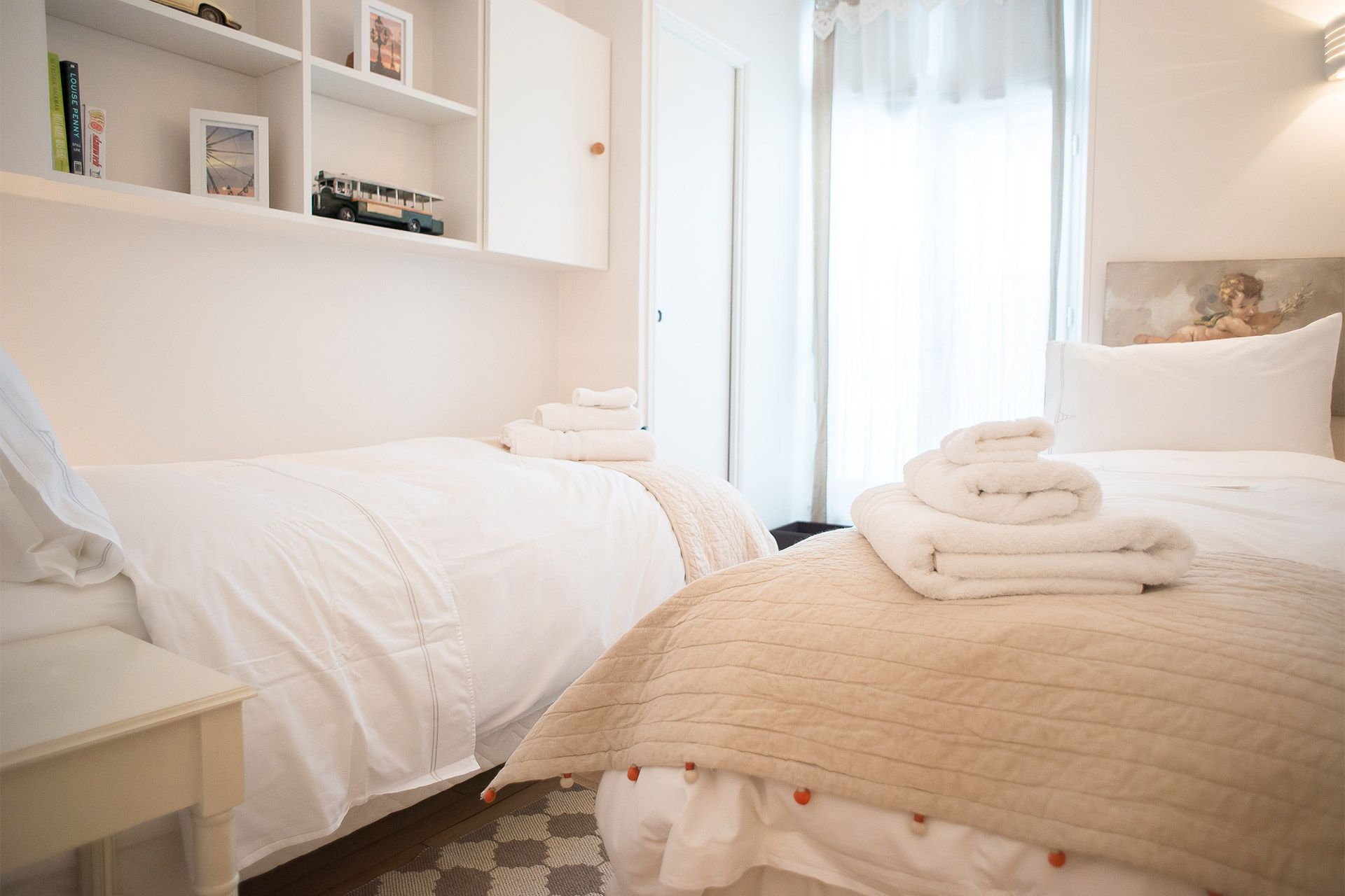 Pretty second bedroom with single beds in the Saint Emilion vacation rental offered by Paris Perfect