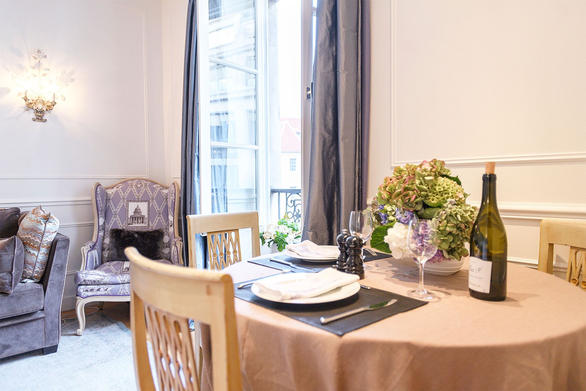 Dine in style at the Sangiovese Paris Perfect rental