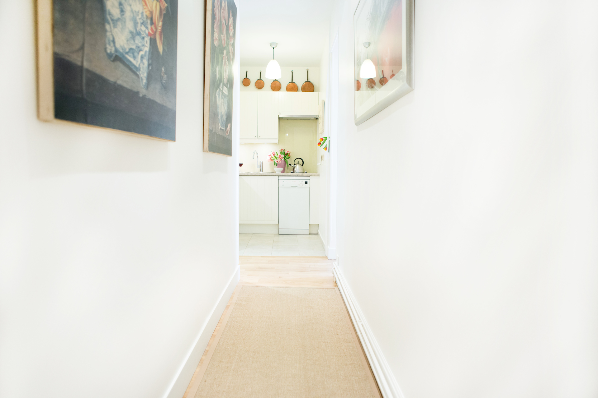 Entryway to kitchen, dining room and living room in the Vougeot vacation rental offered by Paris Perfect