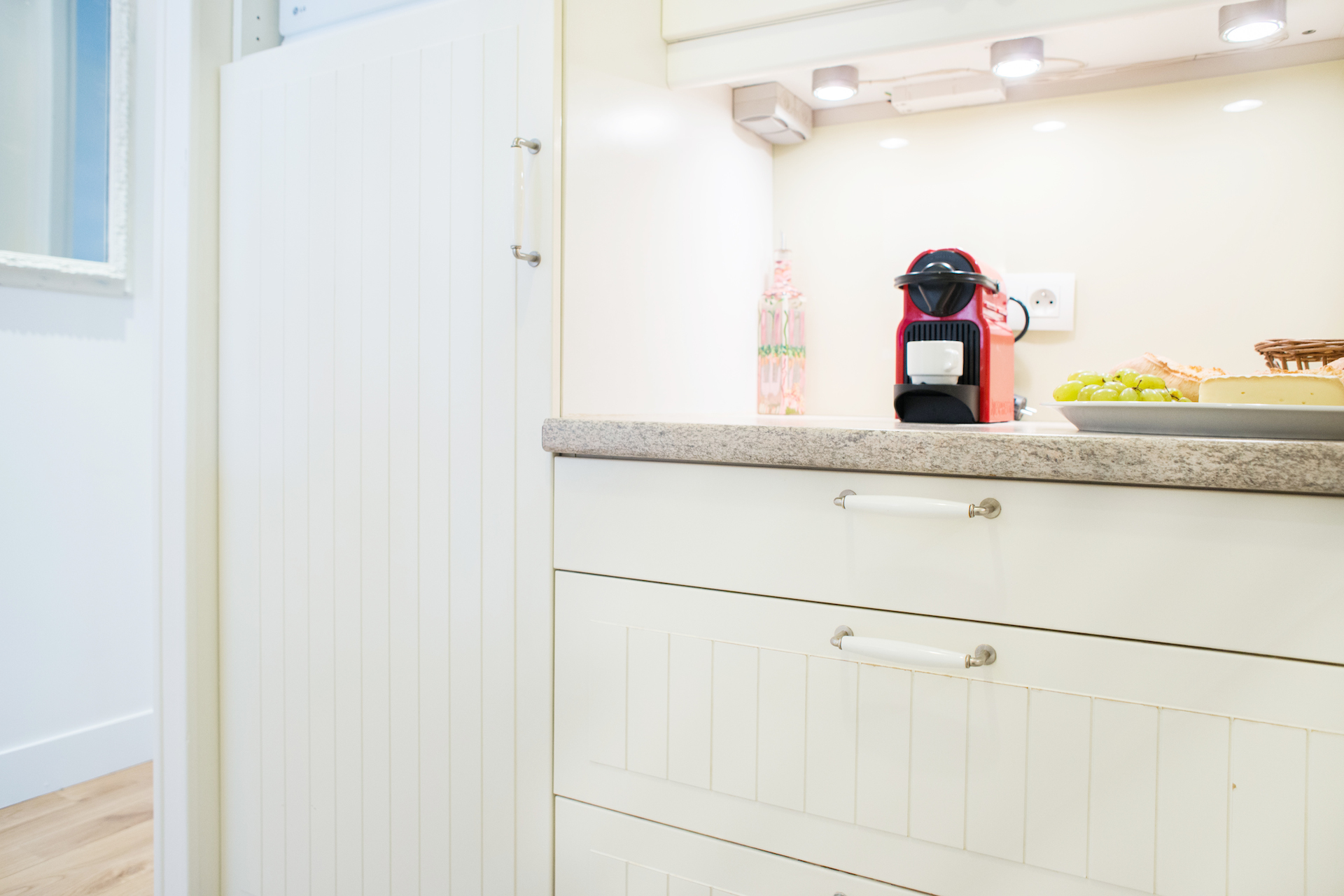 Fully equipped kitchen with modern appliances in the Vougeot vacation rental offered by Paris Perfect