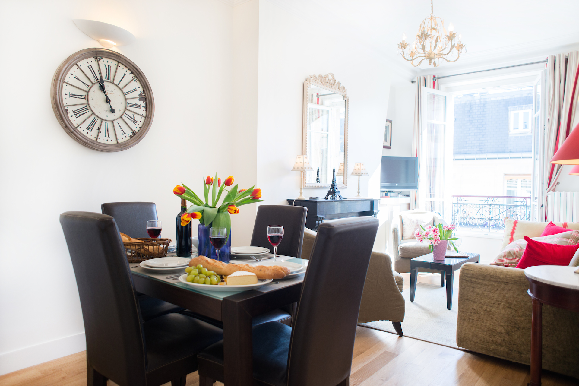 Modern dining table in the Vougeot vacation rental offered by Paris Perfect