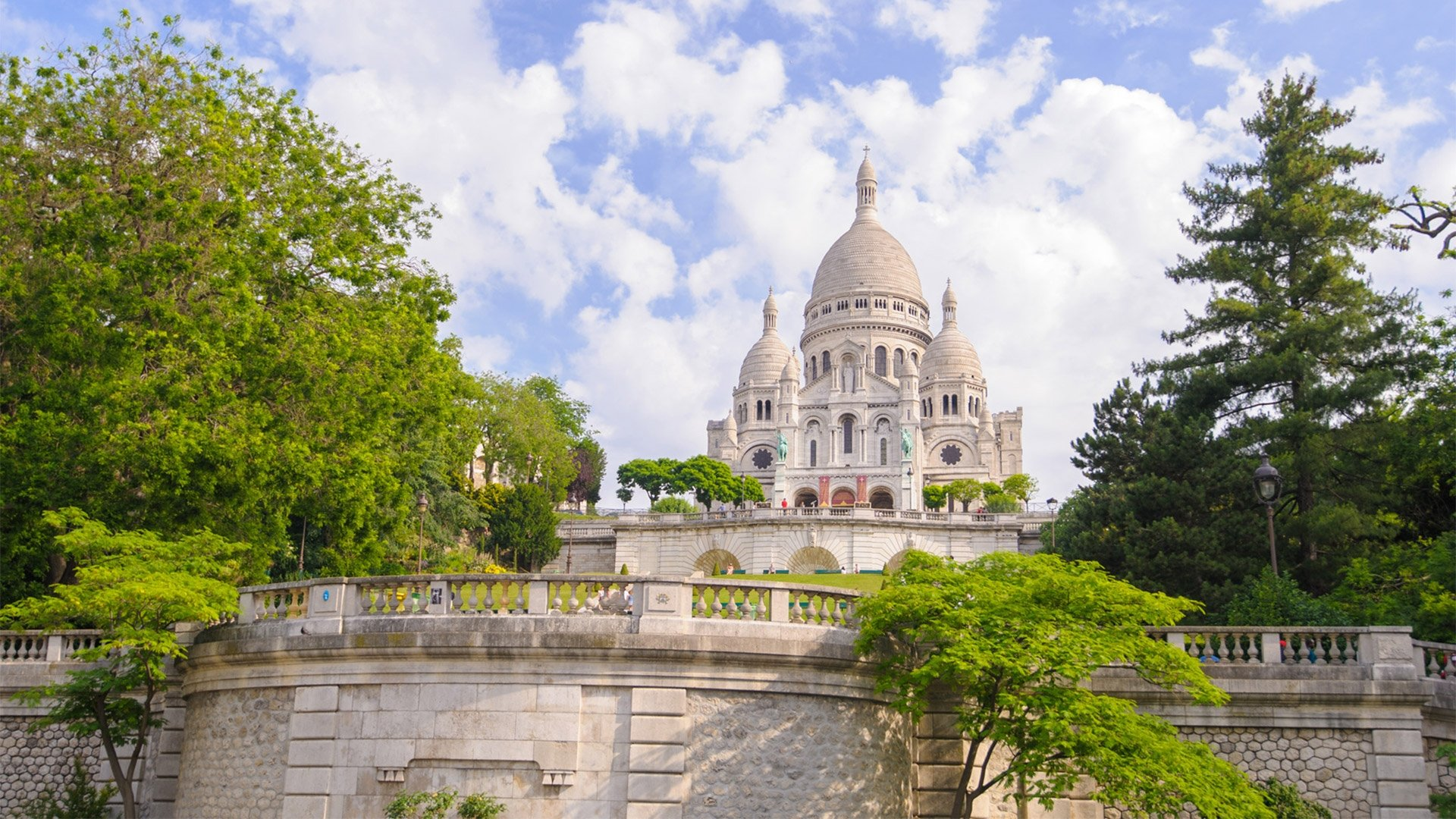 The 18th and 9th Arrondissements: Montmartre and the Moulin Rouge