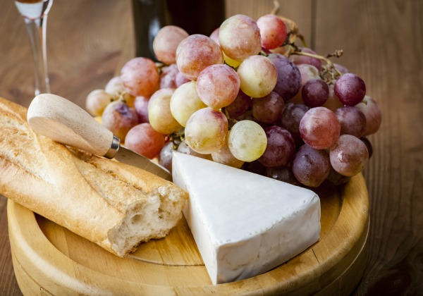 Cheese & Wine Pairing in Your Paris Perfect Apartment